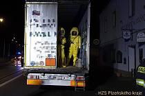 Likvidace úniku chemikálií v návěsu kamionu v Rybnici na severním Plzeňsku