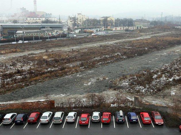 Na bývalém nákladovém nádraží za parkovištěm by mělo vzniknout obchodní centrum