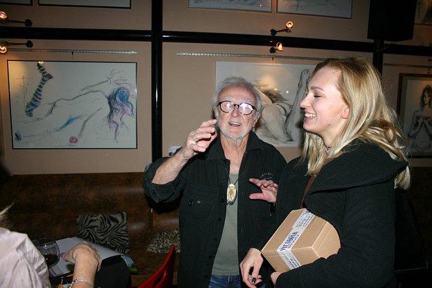 Tomáš Šolc na vernisáži své výstavy v plzeňské Galerii Azyl.