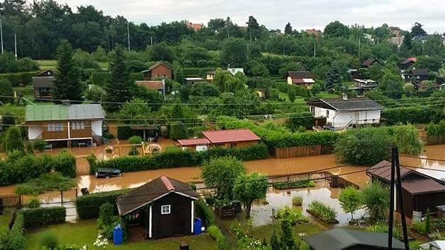 Velká voda zatopila ve Vejprnicích část zahrádkářské kolonie