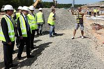 Premiér Bohuslav Sobotka se podíval na výstavbu spalovny u Plzně