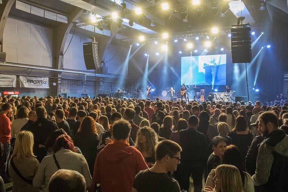 V kategorii skupina se na druhé pozici umístila kapela Slza.