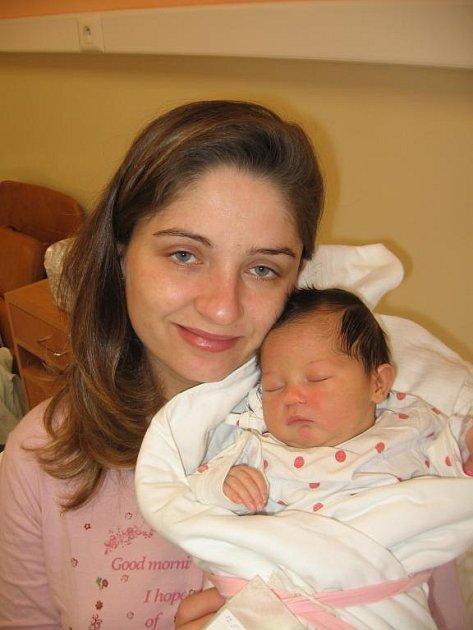 Kamile Kočkové a Jiřímu Kaasovi zVšekar se 12. května v17.15 hod. narodila ve Stodské nemocnici prvorozená dcera Karolínka (3,50 kg/50 cm). Novopečený tatínek byl u porodu a maminka Karolínky mu byla za to moc vděčná