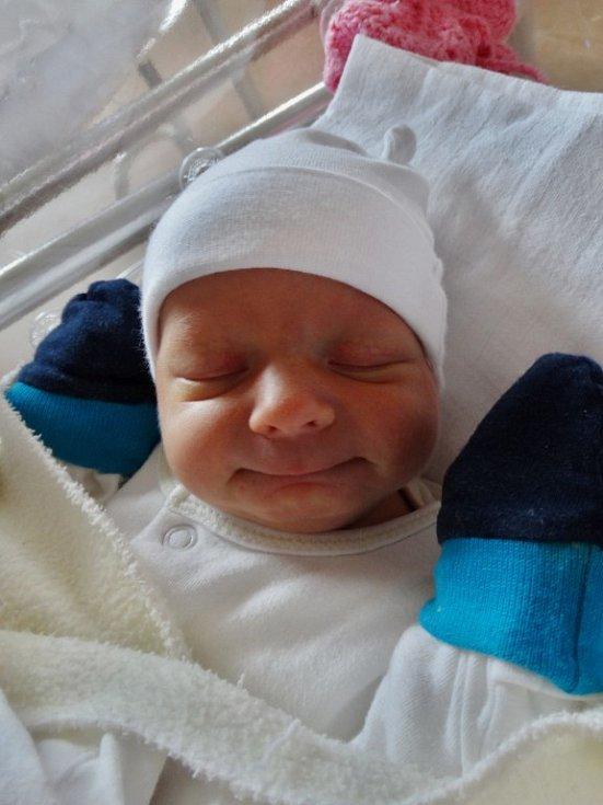 Tereza Kučerová se narodila 18. června ve 4:38 rodičům Michaele a Jaroslavovi z Klenčí pod Čerchovem. Po příchodu na svět ve FN Plzeň vážila sestra o šest minut staršího Jaroslava 2510 gramů a měřila 47 cm