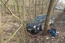 Nehoda dvou aut na železničním přejezdu mezi Plzní a Valchou