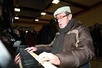 Veřejné piano na plzeňském nádraží