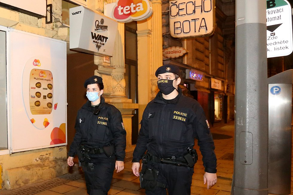 Hlídka Policie ČR na Americká třídě v Plzni.
