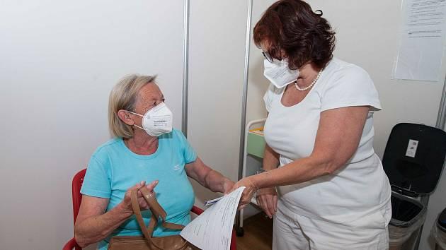 Ve velkokapacitním očkovacím centru v Plzni. Ilustrační foto.