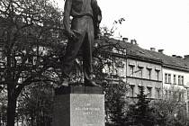 Autorka sochy Julia Fučíka zemřela.
