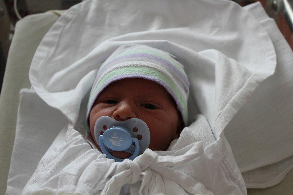 Marek Štěpka (2990 g, 51 cm) se narodil v plzeňské FN Lochotín. Rodiče Kristina a Petr z Mrtníku přivítali očekávaného syna společně. Doma čekal bráška Ondra (2,5).