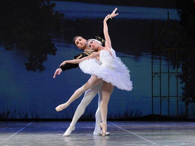 Jarmila Dycková se zítra v plzeňském Velkém divadle představí v nejnáročnější roli klasického baletního repertoáru – jako Odetta a Odilie v Labutím jezeru Petra Iljiče Čajkovského