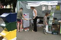 Nejen dospělí, ale i především děti měli v Dobřanech na náměstí znovu možnost prokázat své znalosti z oblasti třídění odpadu. Informační kampaně budou pokračovat