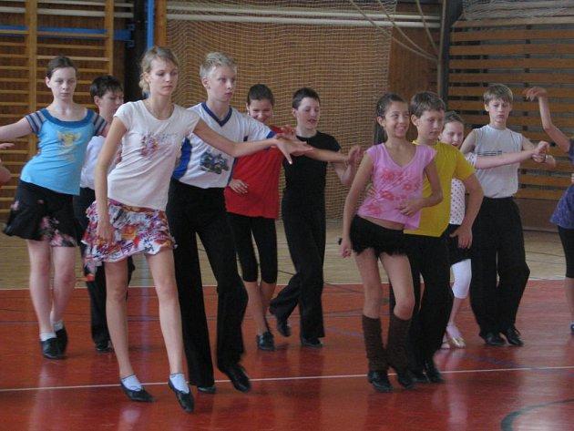 Mladí tanečníci z pražského pohybového studia Style trénovali po celý týden v Horní Bříze. Semináře byly zaměřené na latinskoamerické a standardní tance.