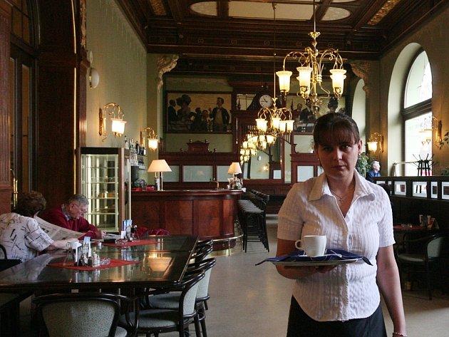 Interiér kavárny v Měšťanské besedě