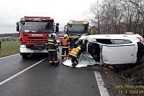 Nehoda osobního auta mezi Losinou a Chválenicemi
