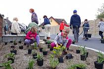 Sousedský projekt ve Spáleném Poříčí získal cenu za Zelenou oázu roku.
