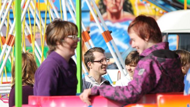Josefskou pouť v Úhercích si už v pátek užily děti z Ústavu sociální péče pro tělesně postiženou mládež ve Zbůchu...