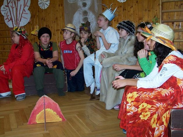 Žáci základní školy ve Zbůchu si užívají i akce, jako je třeba vánoční besídka