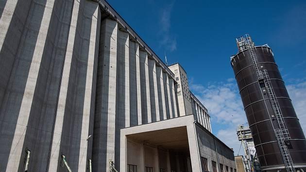 Druhé největší betonové silo v České republice je umístěno v Blovicích.