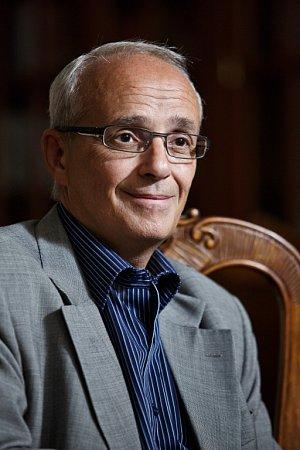 Jan Burian šéfuje Mezinárodnímu festivalu Divadlo od roku 2001.Vletech 1995 – 2013vedl DJKT.    Od roku 2013stojí včele Národního divadla vPraze. Je vedoucím katedry činoherního divadla na pražské AMU.