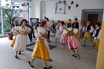 Děti ze 3.B předvedly lidové  taneční a hudební vystoupení pro české krajany z Chorvatska