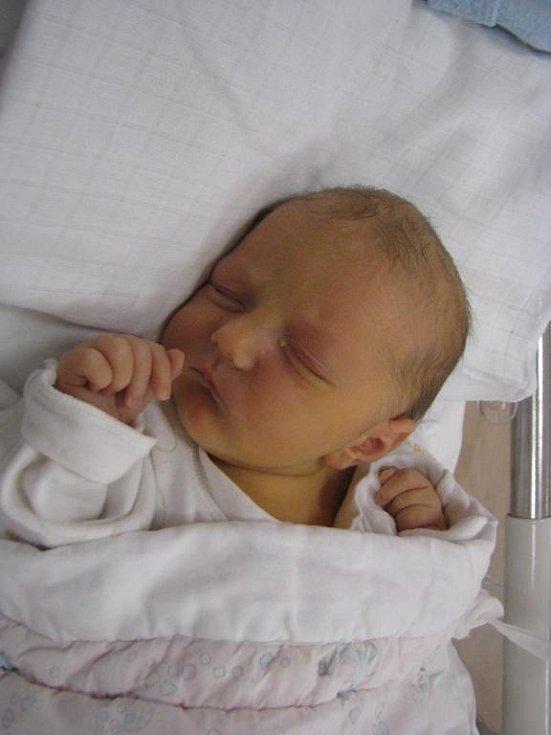 Amélie (3,35 kg) se narodila 15. listopadu ve 13:41 ve Fakultní nemocnici v Plzni. Z jejího příchodu na svět se radují maminka Petra Otec Hanzlovská a tatínek Lumír Otec z Kamenného Újezda. Doma na sestřičku čeká Jan (2,5)
