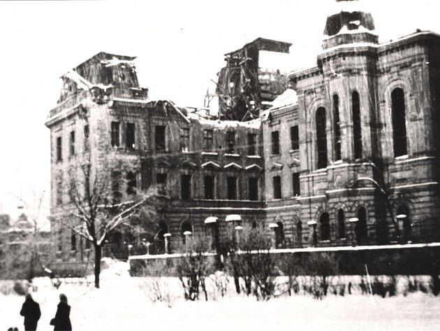 Na školu u Hamburku dopadly bomby také