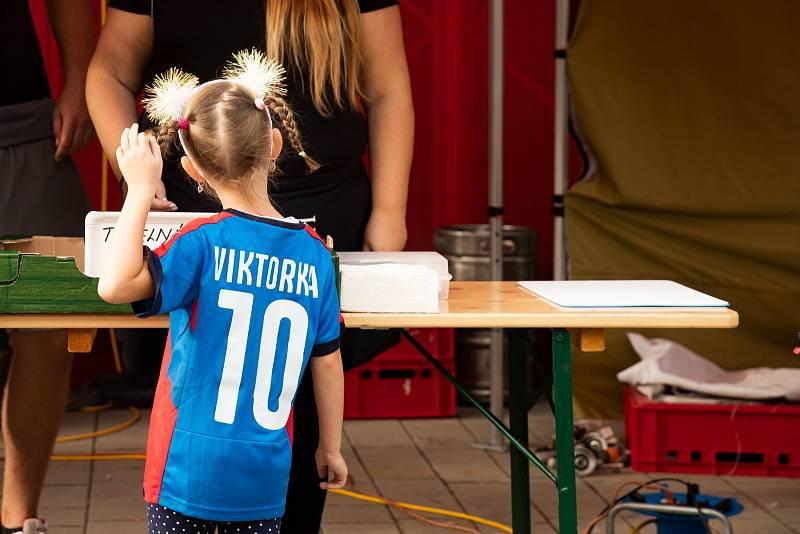 Popřát přišla i malá Viktorka.
