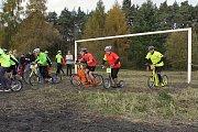 Štafetový závod koloběžek v Městě Touškově