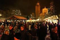 Christkindlmarkt Am Dom v Pasově patří k nejoblíbenějším turistickým cílům během adventu. V pětašedesáti dřevěných stáncích najdete téměř vše - od pečených jablek, perníčků, klobás a svařeného vína až po výrobky z včelího vosku