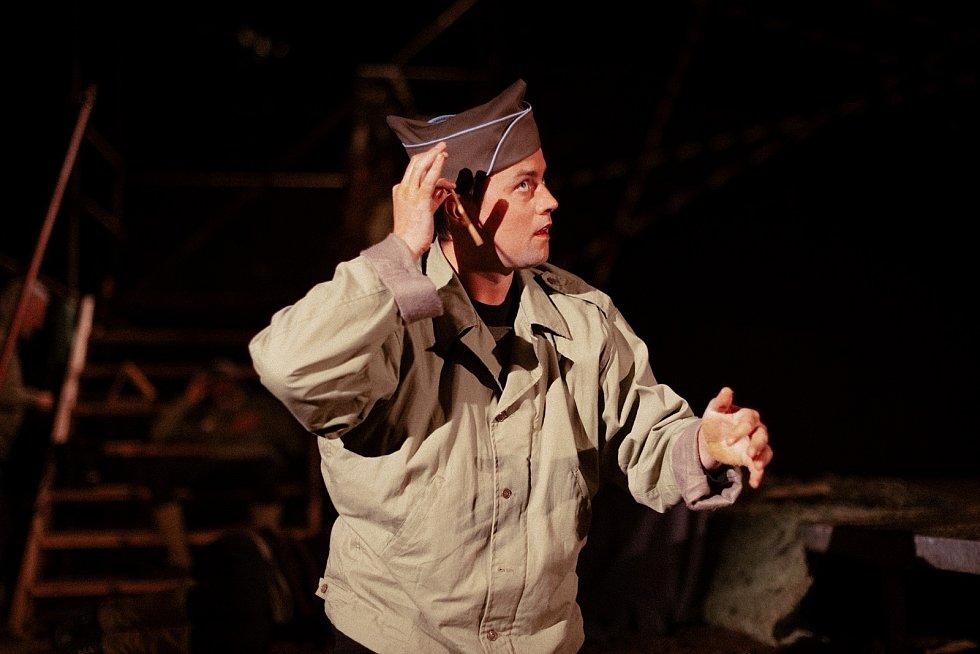 Miloslav Tichý jako Kristián de Neuvillette v Cyranovi na Divadelním létě pod plzeňským nebem.