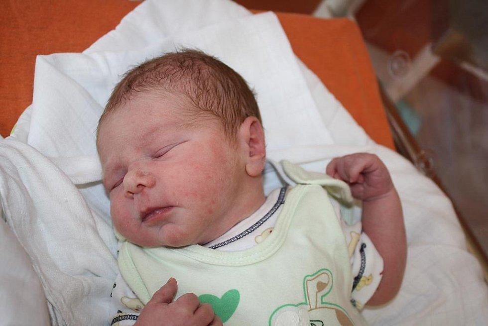 Erik Sazama (3,48 kg, 50 cm) se narodil 16. července ve 21:43 v klatovské porodnici. Na světě svého syna přivítali rodiče Gabriela a Erik z Lišic. Doma na brášku již čekají Lukáš (18) a Honzík (11)