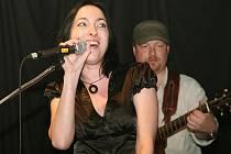 Soutěž mladých hudebních skupin Múza 2010 začne v plzeňském Divadle pod  lampou  tento  čtvrtek.  Na  loňském  finále  Múzy  2009  vystoupila jako host kapela The Placers & Tina Marre (na snímku zpěvačka Martina Placrová)
