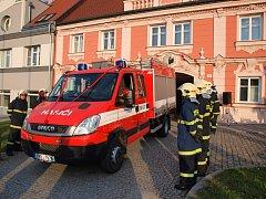 Předání nového vozu Sboru doborovolných hasičů Starý Plzenec. Foto: MÚ Starý Plzenec