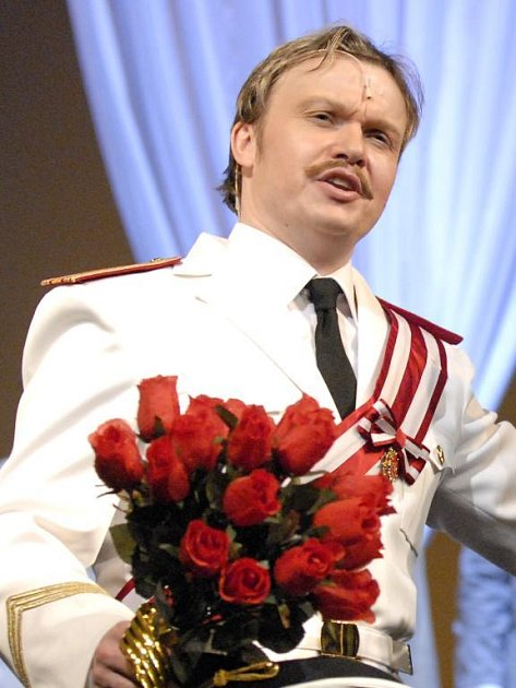 Aleš Briscein jako Šándor Boris v operetě Vévodkyně z Chicaga, kterou uvede zítra Divadlo J. K. Tyla v Plzni
