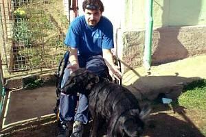 Janu Varvařovskému by usnadnil život elektrický vozík. Pojišťovna jej odmítla koupit, teď má pomoci dobrovolná sbírka.