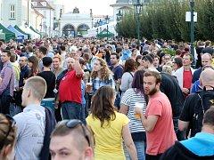 Během soboty se na Pilsner Festu vytočilo více než 100 tisíc půllitrů piva.
