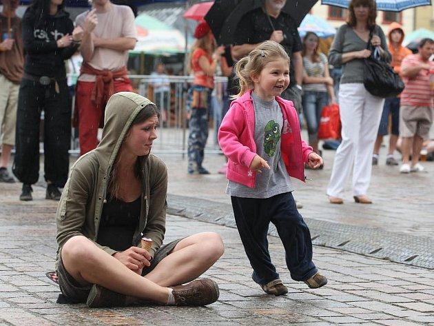 Malé ani velké posluchače déšť na Bohemia Jazz Festu neodradil