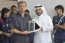 Návrat mezi šejky. Jiří Krbeček (vlevo) včera odletěl do Saúdské Arábie, kde bude působit v klubu Al-Ansar Medina
