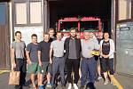 Řidič přijel hasičům poděkovat za záchranu života.