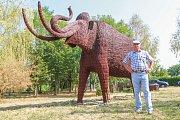 Největší exponát z proutí, lhůtský mamut