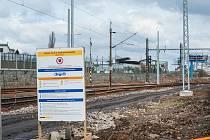 Práce v okolí železniční zastávky Plzeň-Koterov.