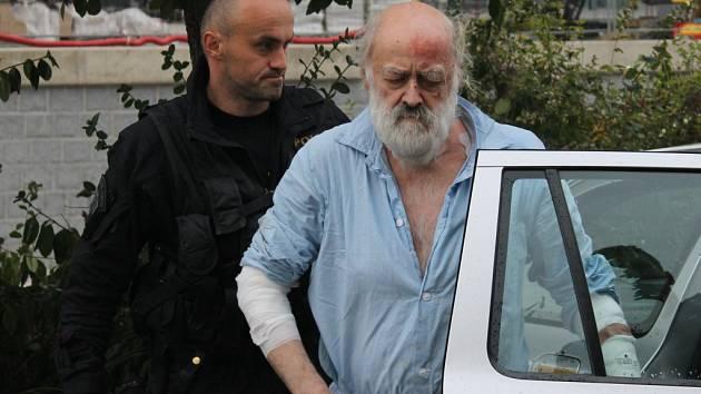 Soud poslal 71letého muže do vazby