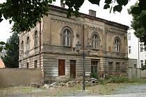 Rabínský dům v Plzni. Židovská stavba je v žalostném stavu. Letošní kompletní rekonstrukce se ale zřejmě nedočká