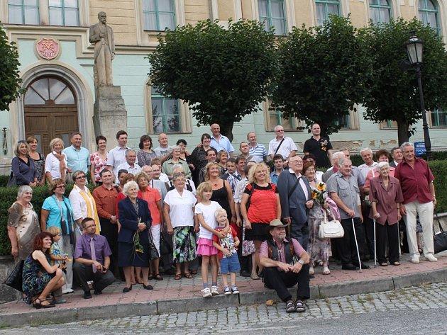 Hned několik generací rodu Němejců se sešlo  v Nepomuku. Letos si prohlédli rodný dům Augustina Němejce