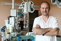Jeden z nejznámějších slovenských urogynekologů  Peter Urdzík byl ve Fakultní nemocnici v Plzni na stáži.