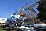 Ve Zručském AirParku na severním Plzeňsku osadili svůj největší exponát - vládní speciál TU 154 M, který byl součástí vládní letky a vozil nejvyšší představitel včetně prezidenta - vodorovnými ocasními plochami včetně výškových kormidel.