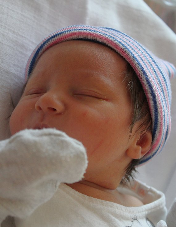 Veronika Majorošová se narodila 24. července v 9:39 rodičům Kristýně a Ladislavovi. Po příchodu na svět ve Fakultní nemocnici na Lochotíně vážila druhorozená dcerka 3120 gramů a měřila 49 centimetrů.