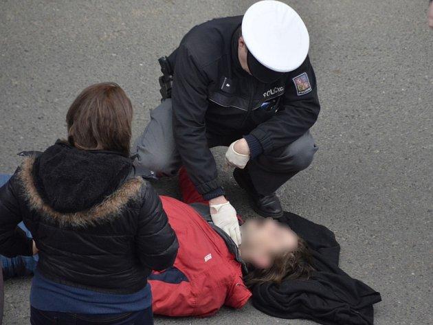 Auto srazilo v Kovářské ulici v Plzni chodce