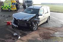 Dopravní nehoda skončila dvěma lehkými zraněními.